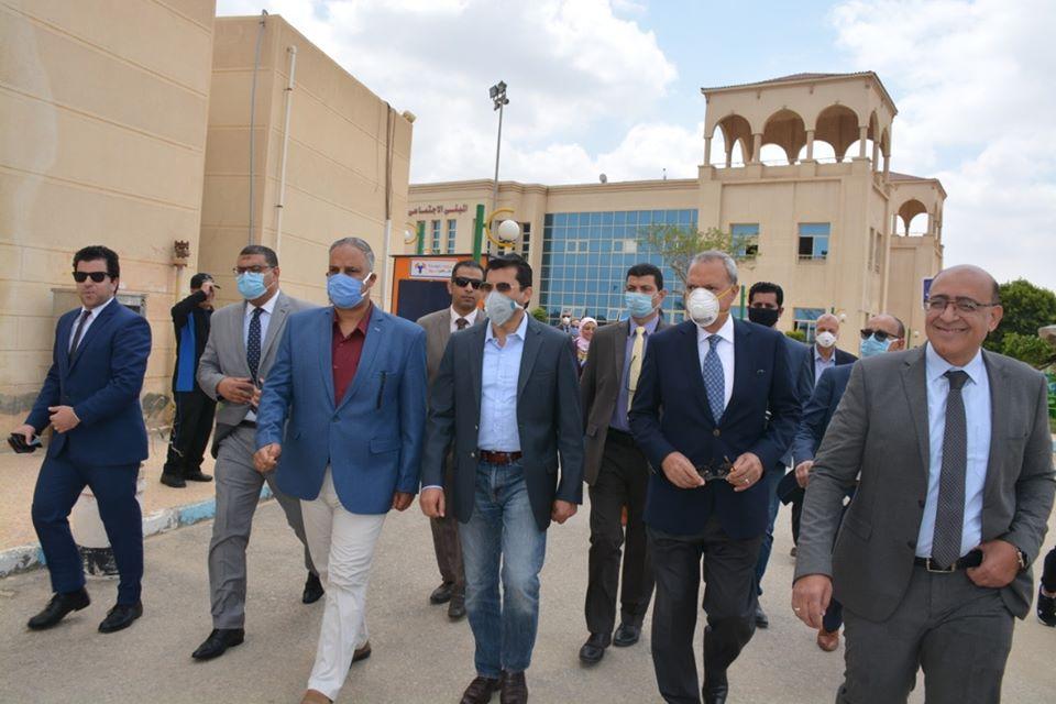 صور   وزير الشباب ومحافظ القليوبية يفتتحان مشروعات وملاعب بنادى العبور