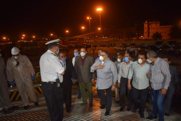 صور| محافظ البحر الأحمر يستقبل 150 عائداً من السعودية بسفاجا