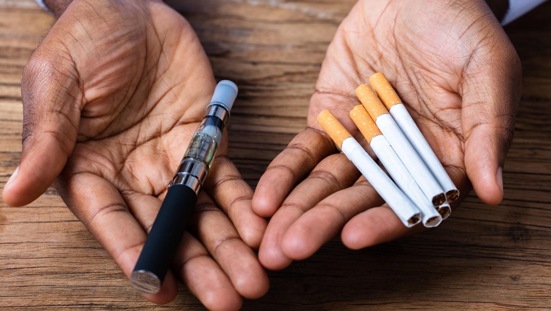 دراسة: تدخين السجائر التقليدية والإلكترونية يزيد من حدة ومخاطر الإصابة بكورونا