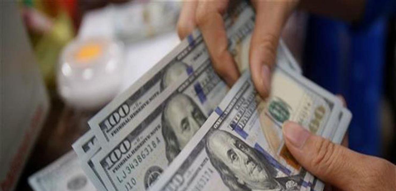 الدولار يتراجع 3 قروش بختام تعاملات اليوم ويسجل 15.56 جنيه