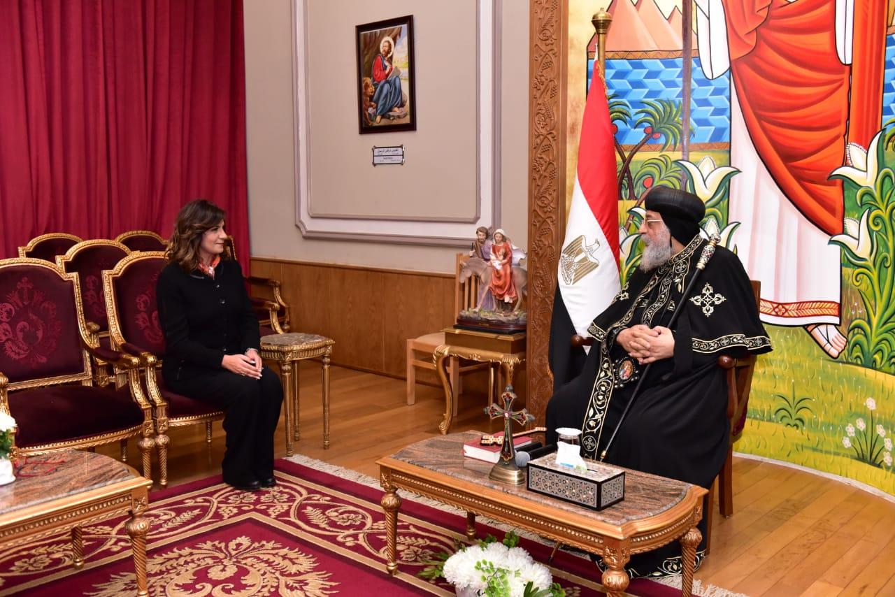 وزيرة الهجرة تشكر البابا تواضروس لدعمه المصريين العالقين بكينيا