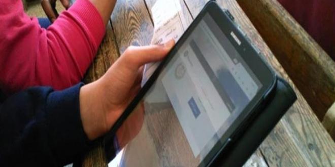 طلاب الأول الثانوى يؤدون امتحان اللغة الأجنبية الثانية إليكترونيا