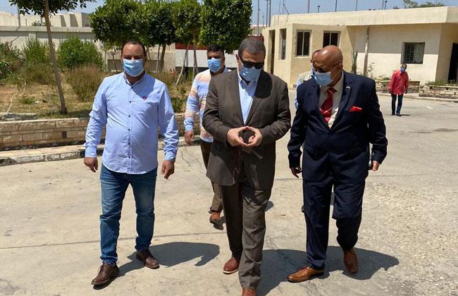 """وزير القوى العاملة يتفقد مصانع """"العاشر"""" لمتابعة إجراءات الوقاية من كورونا"""