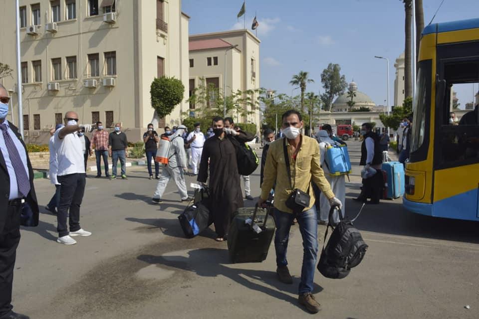 صور | محافظ الجيزة : أستقبال 515 مصري عالقون بدولة الكويت وتسكينهم بالمدن الجامعية