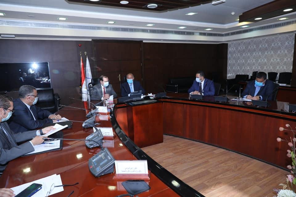 صور | وزيرا النقل والبترول يبحثان إعادة تأهيل خط سكة حديد قنا- سفاجا- أبو طرطور