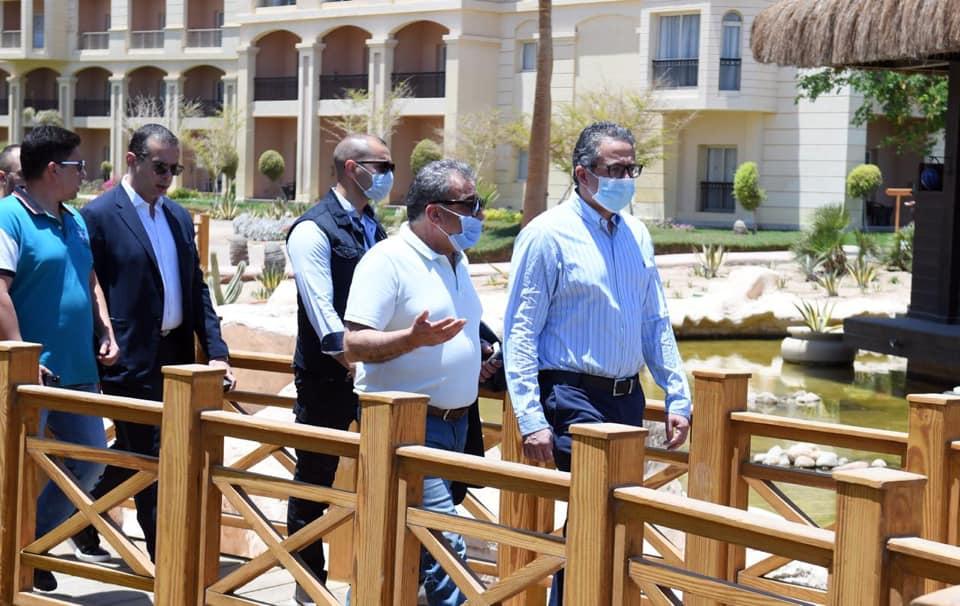 صور | وزير السياحة يتفقد العيادات الطبية بفنادق البحر الأحمر للتأكد من ضوابط السلامة