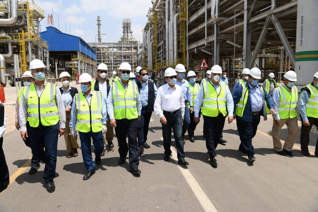 صور | وزير البترول يتفقد مجمع المصرية للتكرير بمسطرد