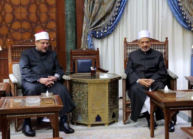 وزير الأوقاف يهنئ شيخ الأزهر بعيد الفطر المبارك