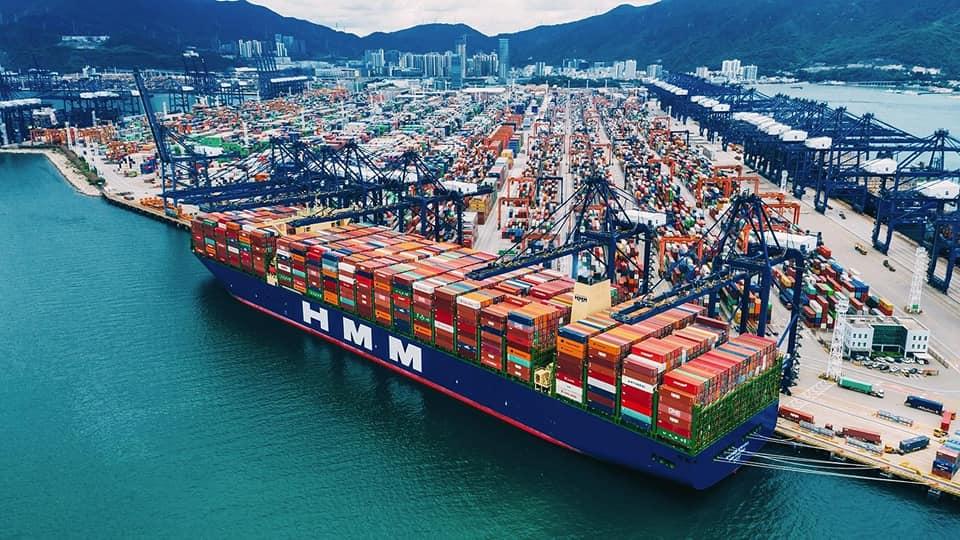 صور | قناة السويس تستعد لعبور HMM Algeciras أكبر سفينة حاويات فى العالم