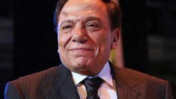عادل إمام لـ«التاسعة»: الشعب المصرى لا يكتئب ويعالج أزماته بالضحك