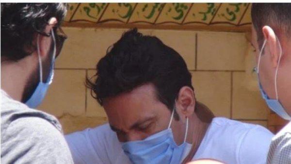 انهيار سعد الصغير أثناء تشييع جثمان حسن حسنى