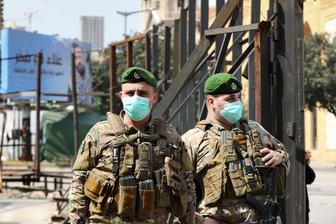 الجيش اللبنانى يبدأ توزيع مساعدات لترميم البنايات المتضررة من انفجار بيروت