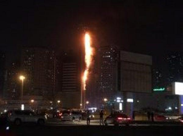 السيطرة على حريق في برج سكني بالشارقة