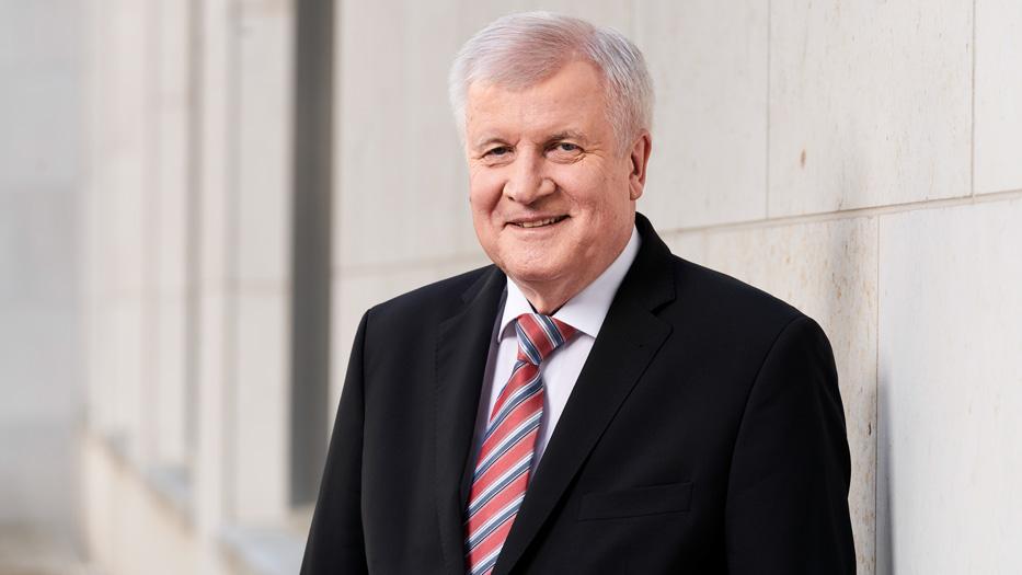 وزير الداخلية الألماني يطالب بإجراء اختبار كورونا على كل مواطني بلاده