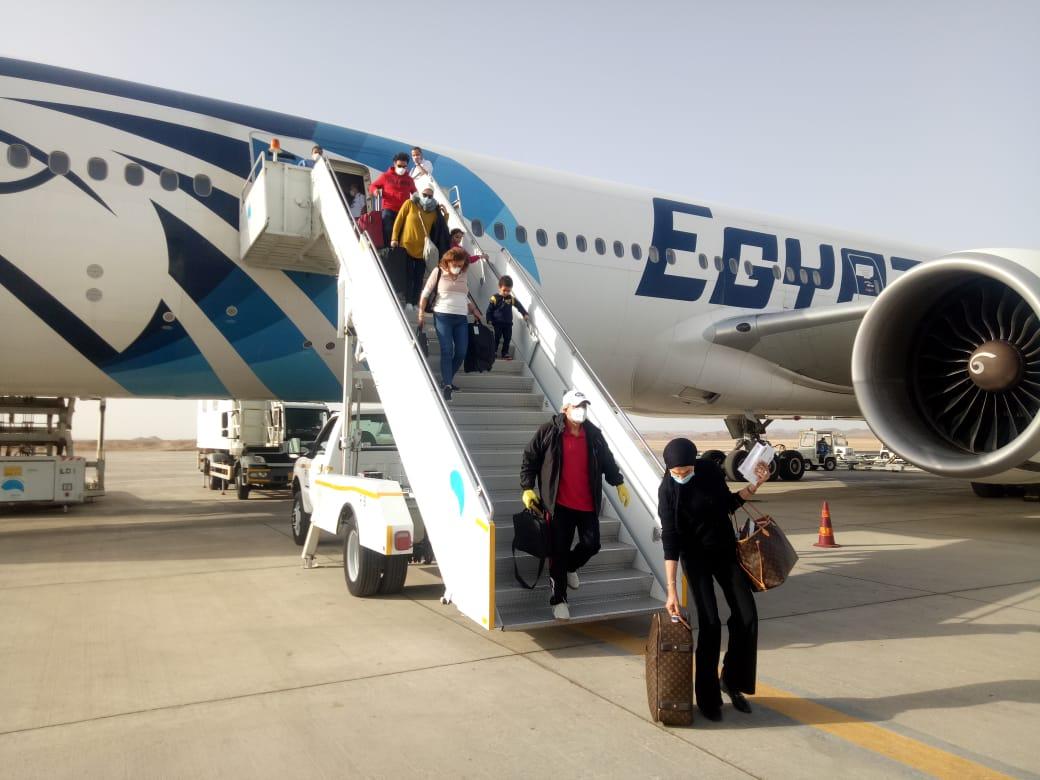 مطار مرسى علم يستقبل 340 مصريا من العالقين بالولايات المتحدة
