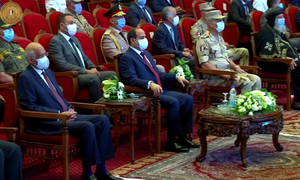الرئيس السيسى يعرب عن سعادته وفخره بالمشروعات القومية المفتتحة اليوم