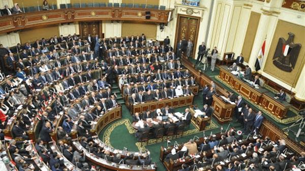 مقرر الجلسة الافتتاحية لمجلس النواب يطالب الأعضاء الالتزام بارتداء الكمامات
