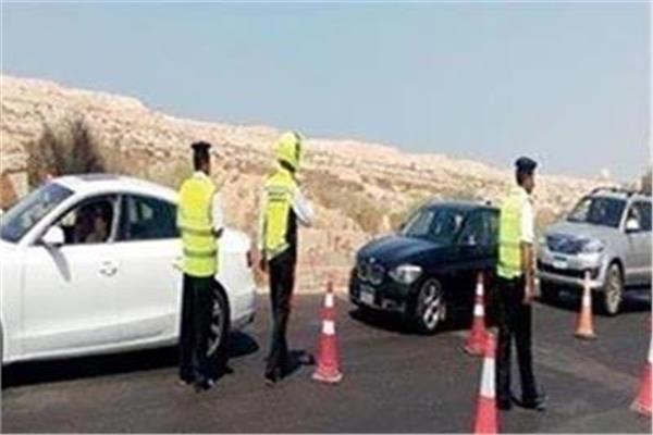 لمنع التكدس.. المرور تشن حملات مكثفة لرصد المخالفين بالمحاور الرئيسية
