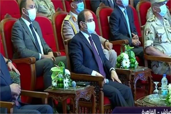 الرئيس السيسي: من حق الدولة إلزام السيارات الجديدة باستخدام الغاز للترخيص