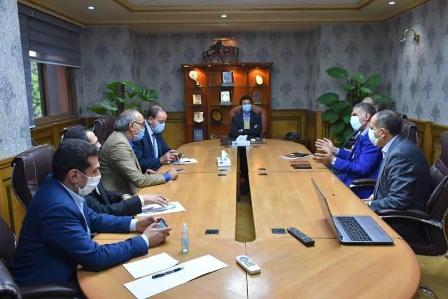وزير الرياضة يبحث مع رجال الأعمال المشروعات الاستثمارية المقترح باستاد القاهرة