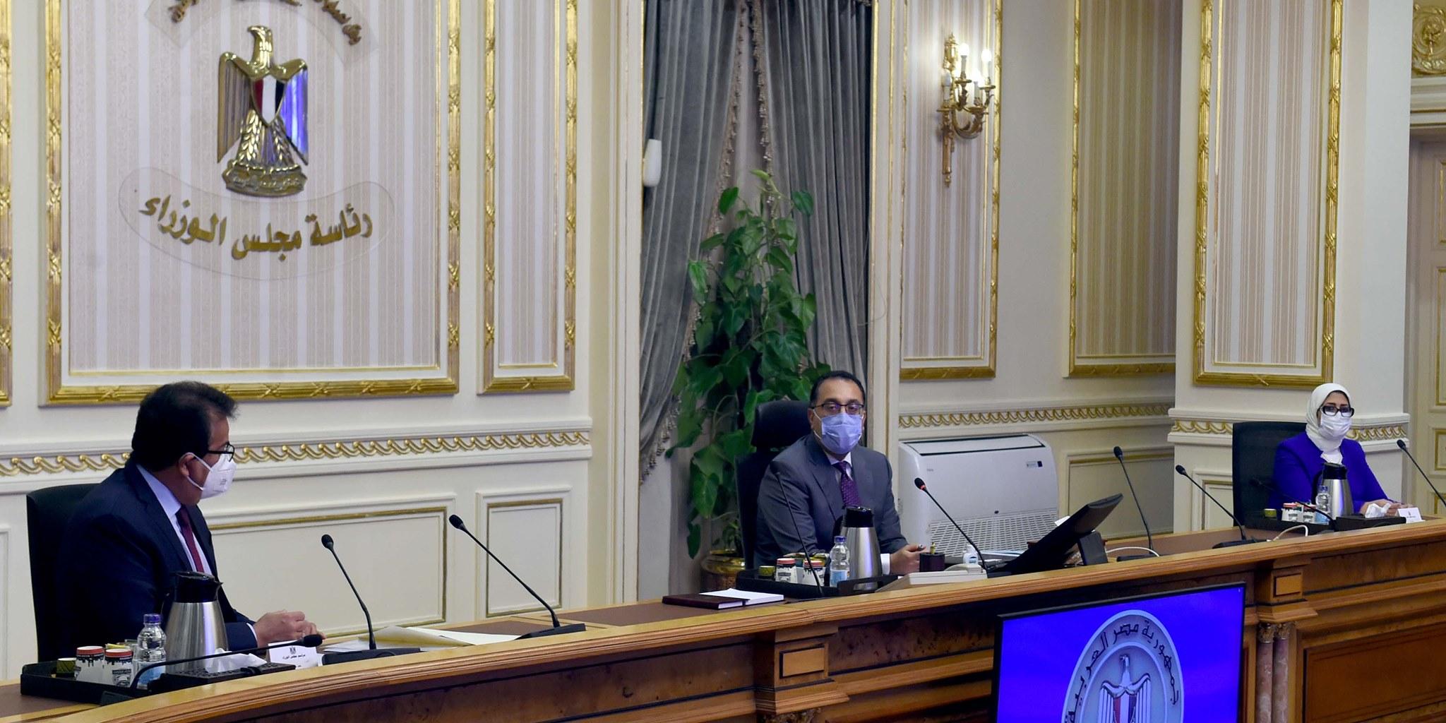 صور | رئيس الوزراء يعقد اجتماعا لمتابعة جهود مواجهة فيروس كورونا