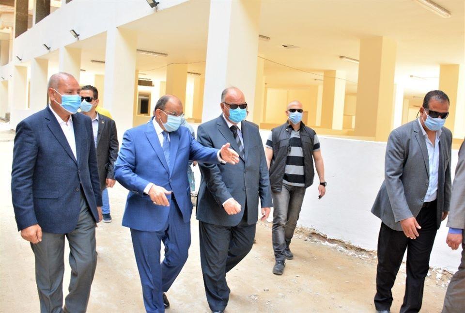صور | وزير التنمية المحلية ومحافظ القاهرة يتفقدان المحاور المؤدية لمجمع التكسير الهيدروجيني