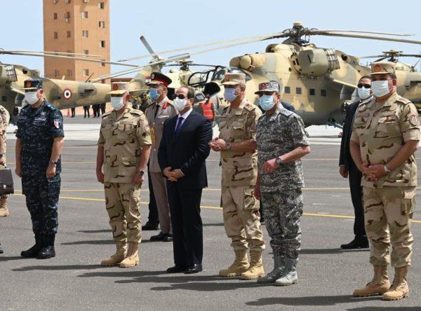 تفقد الرئيس السيسي لعناصر المنطقة الغربية العسكرية تتصدر اهتمامات الصحف المصرية