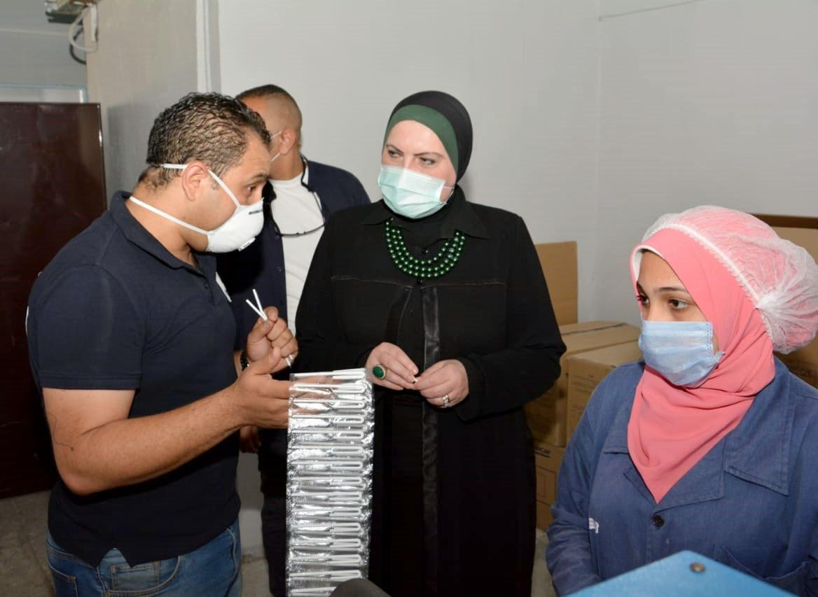 صور | وزيرة الصناعة تتفقد مجمعى الصناعات البلاستيكية بمنطقة مرغم بالإسكندرية