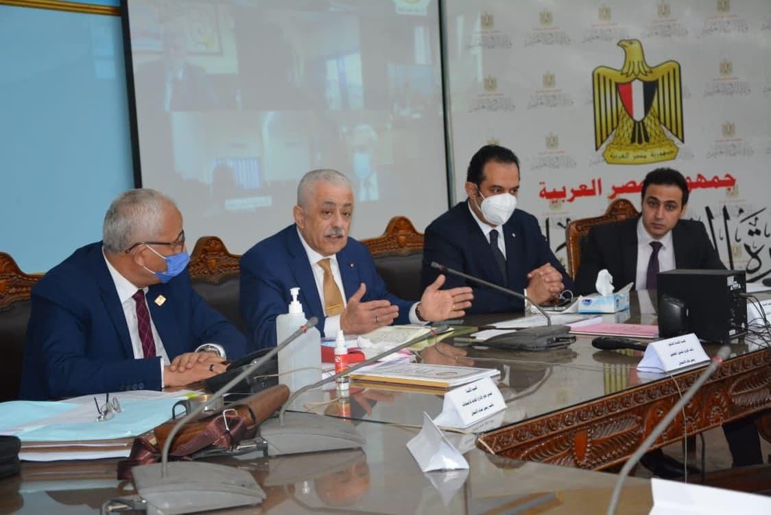 وزير التعليم يتابع سير عمليات امتحانات الثانوية العامة من غرفة عمليات الوزارة