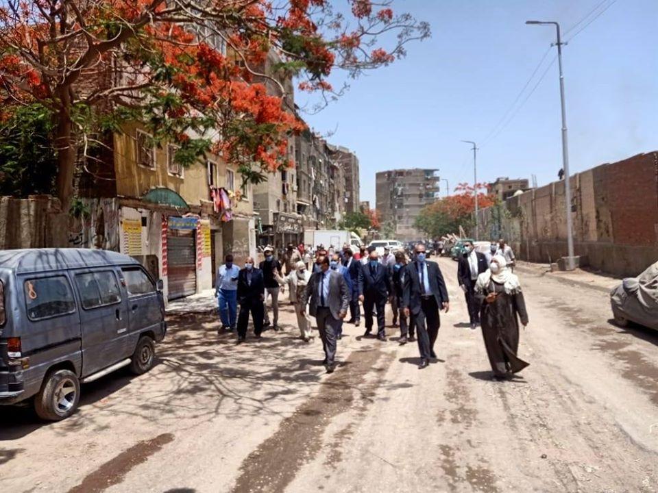صور | وزير التنمية المحلية ومحافظ القاهرة يتفقدان إزالة سوق المدبح فى السيدة زينب