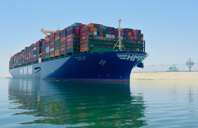 صور   قناة السويس تشهد عبور ثاني أكبر سفينة حاويات في العالم