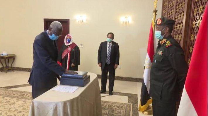وزير الدفاع السودانى يشيد بجهود الحركات المسلحة للوصول إلى سلام شامل