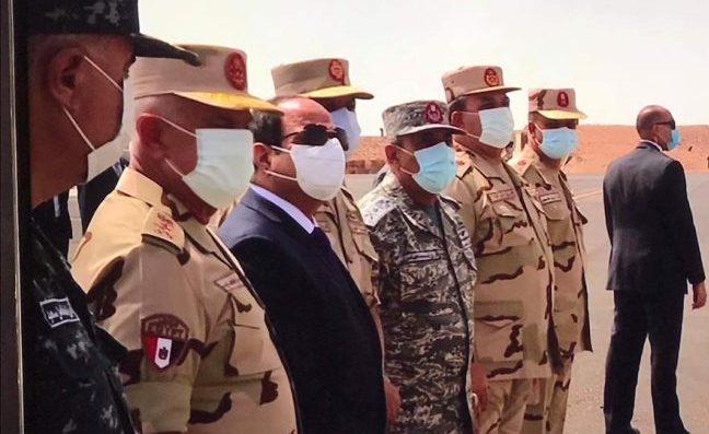 الرئيس السيسي يتفقد عناصر المنطقة الغربية العسكرية في سيدي براني