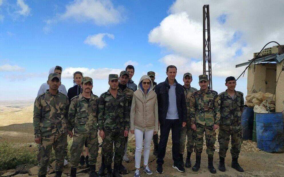 الرئيس السورى يزور إحدى نقاط الجيش بريف دمشق