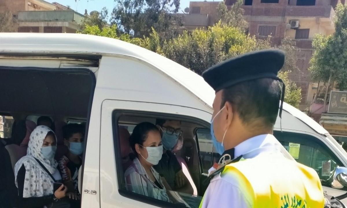 اتخاذ الإجراءات القانونية ضد 1197 سائق نقل جماعي لعدم ارتداء الكمامة