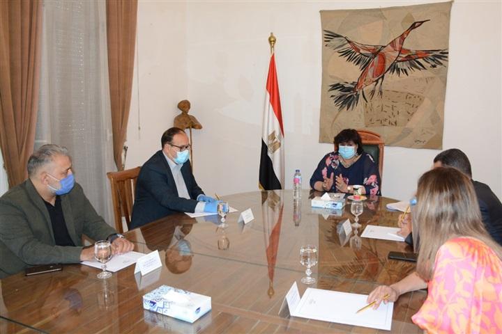 صور | وزيرة الثقافة تواصل اجتماعاتها برؤساء القطاعات لمناقشة خطة العمل
