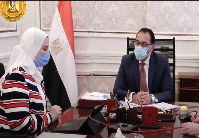 رئيس الوزراء يؤكد إلتزام الحكومة بالتصدى للفقر وبناء الإنسان المصرى