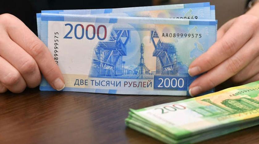 الروبل الروسي ينزل عن مستوى 70 مقابل الدولار للمرة الأولى منذ أوائل مارس