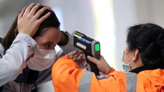 بكين تخضع جميع عمال تسليم الأغذية والطرود لفحوص فيروس كورونا