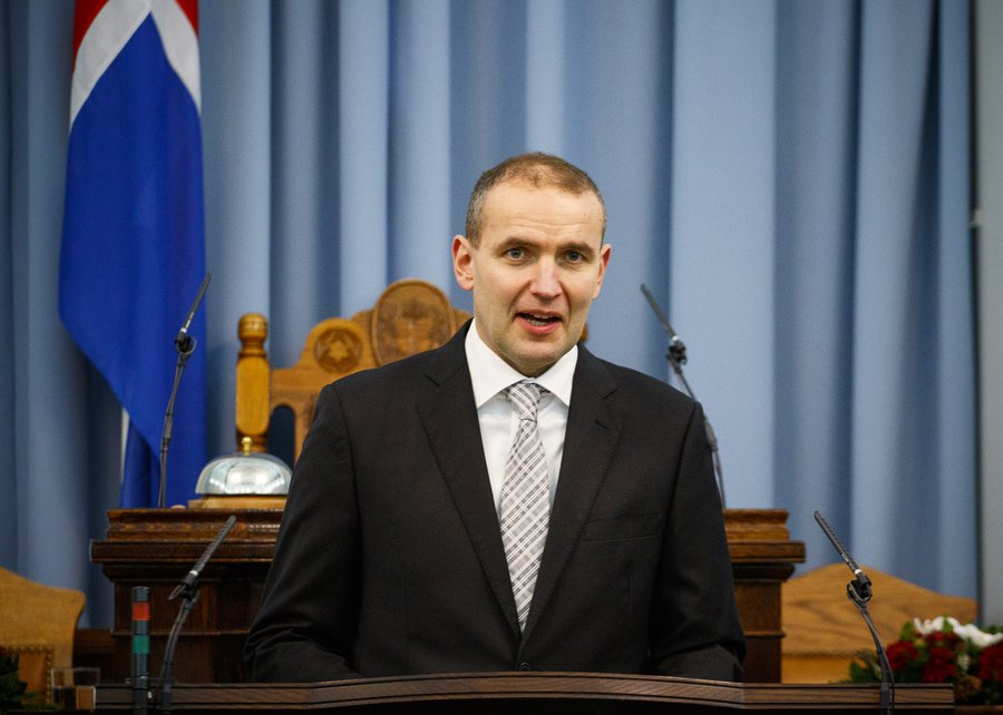 أيسلندا تعيد انتخاب أصغر رئيس في تاريخها لولاية ثانية بأكثرية 90%