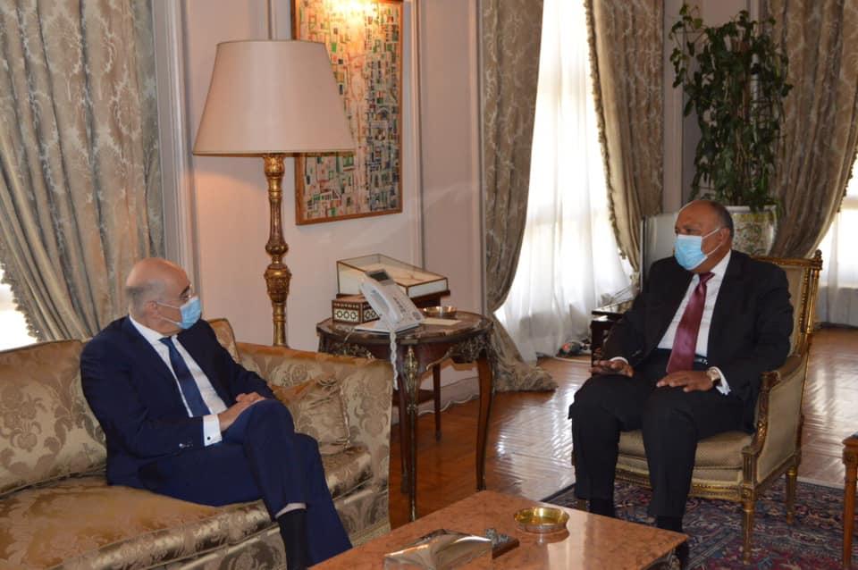 وزير الخارجية ونظيره اليوناني يبحثان سبل دعم العلاقات الثنائية