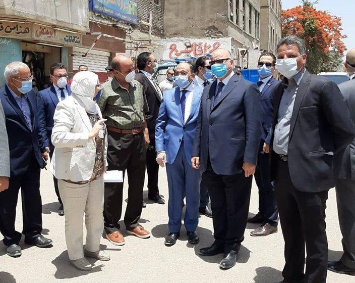 صور | وزير التنمية المحلية ومحافظ القاهرة يتابع إزالة الاشغالات بمحيط مستشفى ٥٧٣٥٧