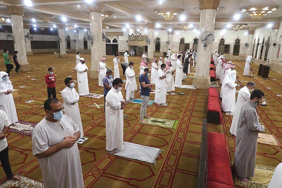 السعودية: مساجد مكة تستقبل المصلين وسط تدابير وقائية للحد من كورونا