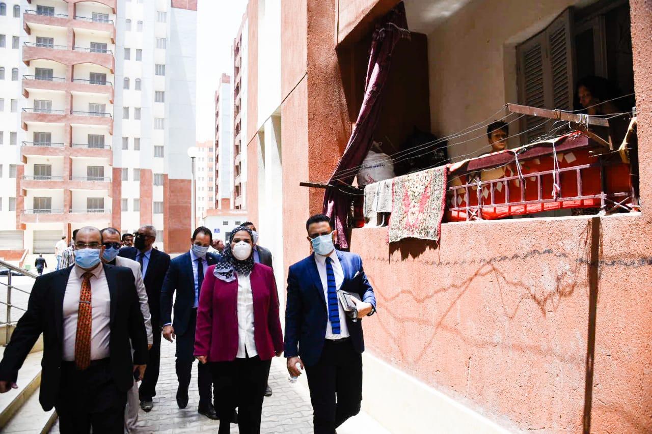 صور | القباج تتفقد أنشطة وزارة التضامن الاجتماعي بحي الأسمرات