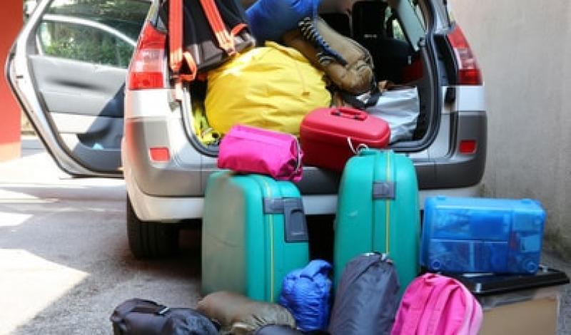 تعرف على الطريقة الصحيحة لتخزين الأمتعة بالسيارة أثناء السفر