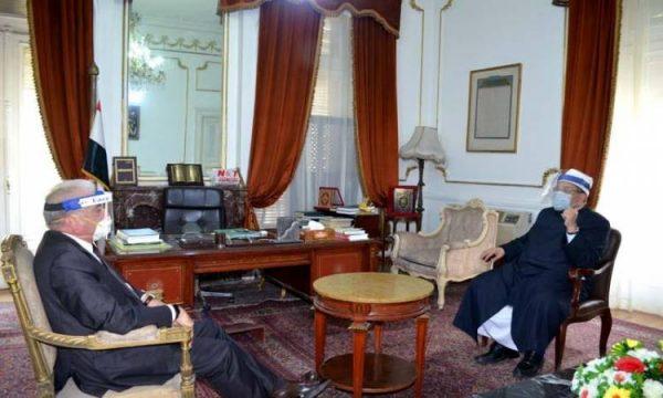 بالأقنعة الواقية.. وزير الأوقاف و«فودة» يناقشان أمور المساجد بجنوب سيناء