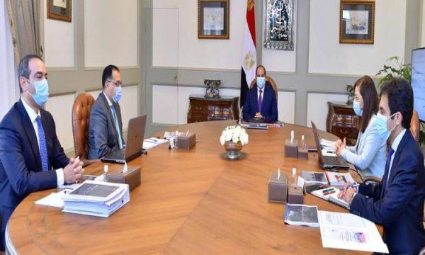 الرئيس السيسي يجتمع برئيس الوزراء ووزيرة التخطيط ومدير صندوق مصر السيادى