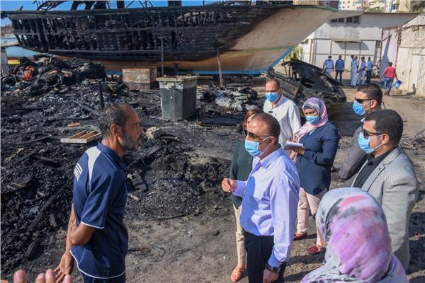 محافظ الإسكندرية يتفقد موقع حريق ورش تصنيع المراكب في الأنفوشي