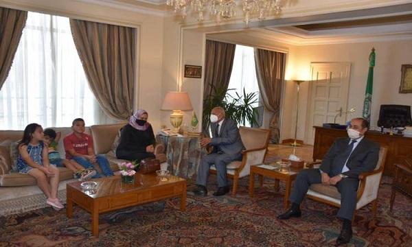 أمين الجامعة العربية يستقبل أسرة الشهيد أحمد منسى