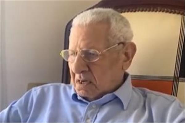 وفاة الكاتب الصحفي الكبير مكرم محمد أحمد